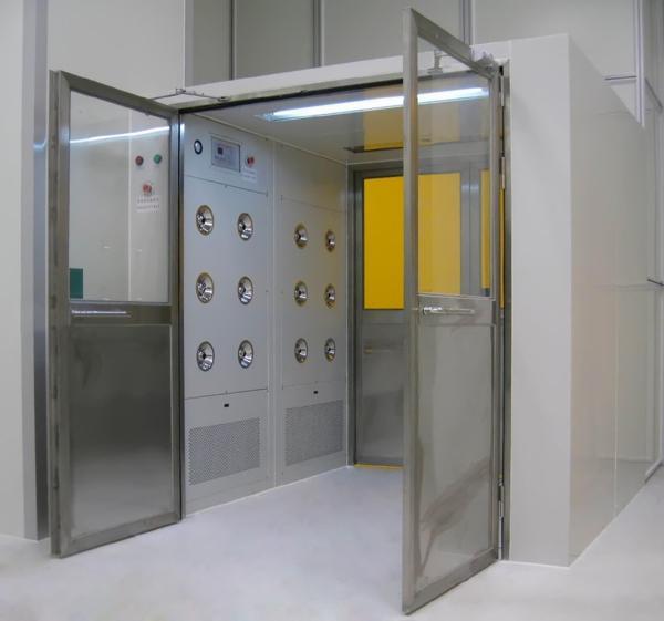 货淋室闭门器采用的是90度定位,方面人员及货物进出