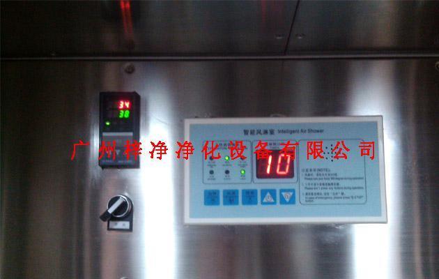 电加热风淋室是在标准风淋室原有基础上增加了加热系统