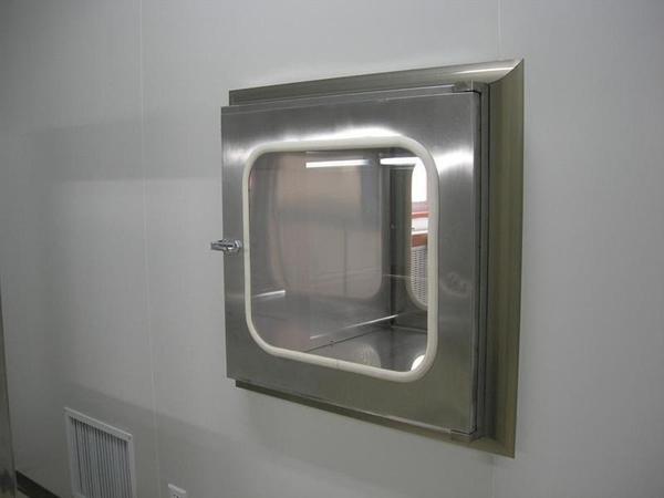 机械互锁传递窗又叫机械互锁传递窗。主要用于洁净区与清洁区之间、洁净区与非洁净区之间小件物品的传递,以减少洁净室的开门次数,把对洁净室的污染降低到最低程度。