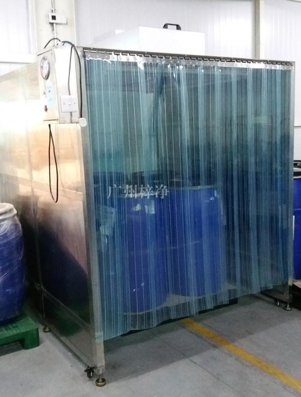 移动式洁净采样车是一种提供局部净化工作环境以进行原料取样的简易设备,具有成本低,使用简单,可移动等优点,被大多数GMP认证单位所采用。